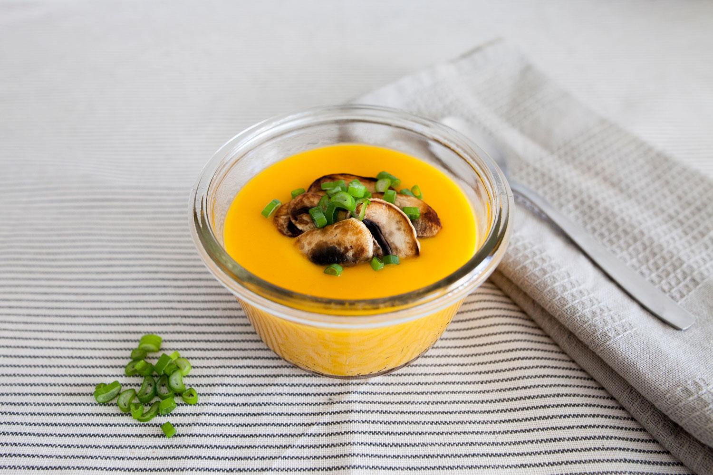 Crema de calabaza al curry con champiñones