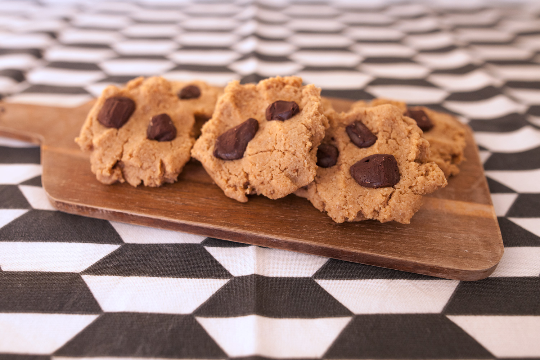 Cookies veganas de cacahuete y chocolate