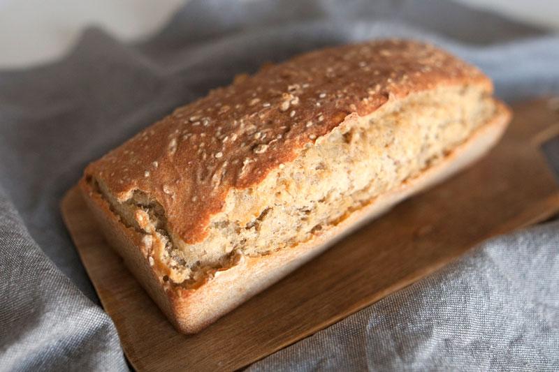 Pan de molde vegano con semillas de sésamo y pipas